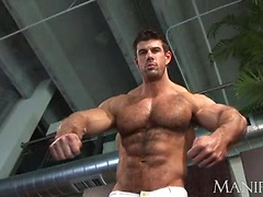 Hairy bodybuilder Zeb Atlas jerking off dick
