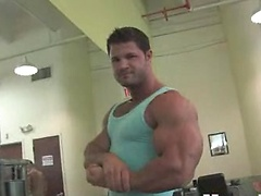 Kurt shows his muscles