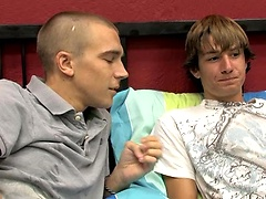Two twinks with absolutely no inhibitions whatsoever penetrates bareback!