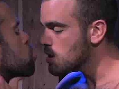 Muscle guys Damien Crosse and Steve Cruz fucking