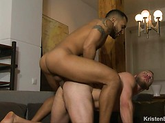 Tempting My Roommate: Lucio Saints, Malek Tobias
