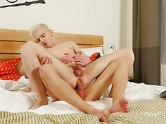 Skinny gay boys Oliver Morgenson and Taylor Blaze