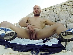 Hunky man Alex Iron jacking off