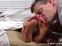 Viggo's Size 11 Feet Worshiped In His Sleep - Viggo